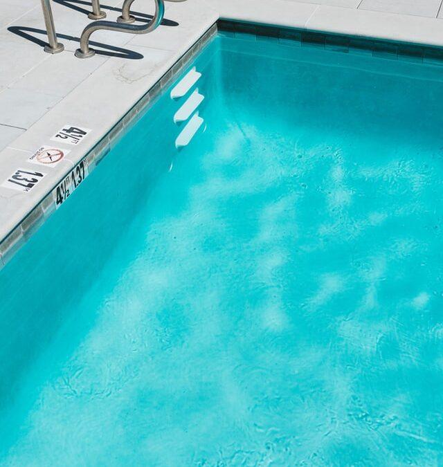El contagio de coronavirus por el baño en piscinas y playas es poco probable, según el CSIC